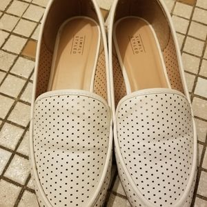 Simply styled loafer shoes